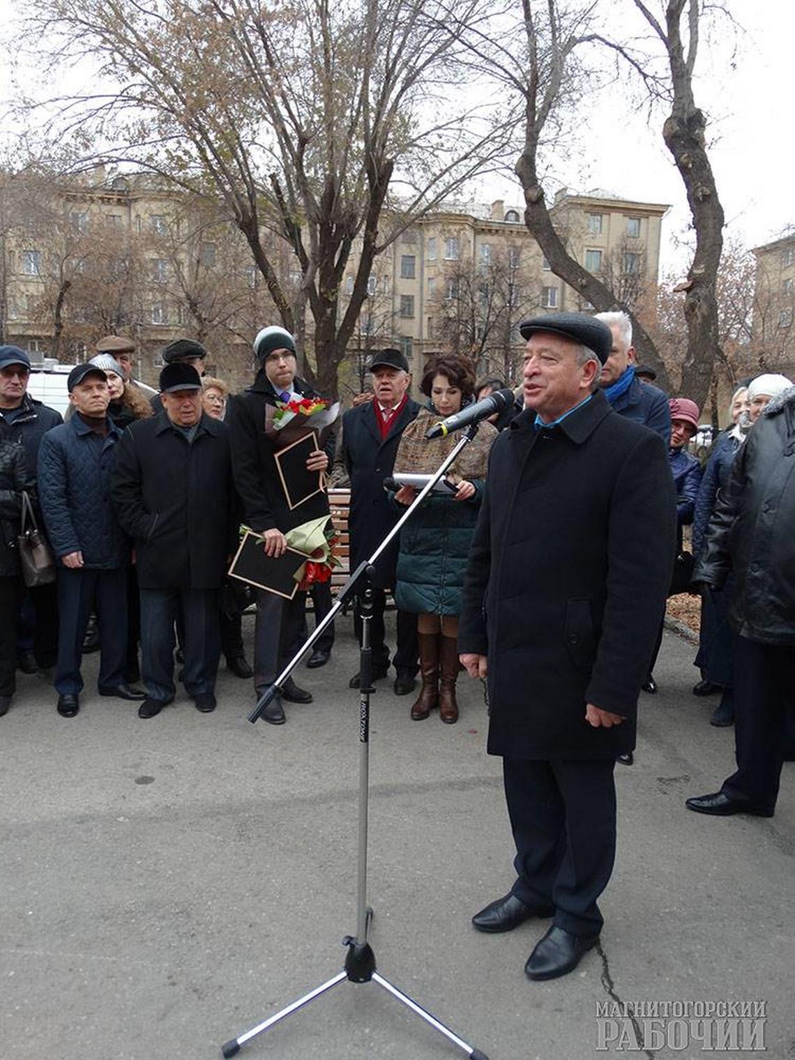 Капитан, улыбнитесь!В сквере Металлургов накануне Дня сотрудника органов внутренних дел открыли памятник милиционеру